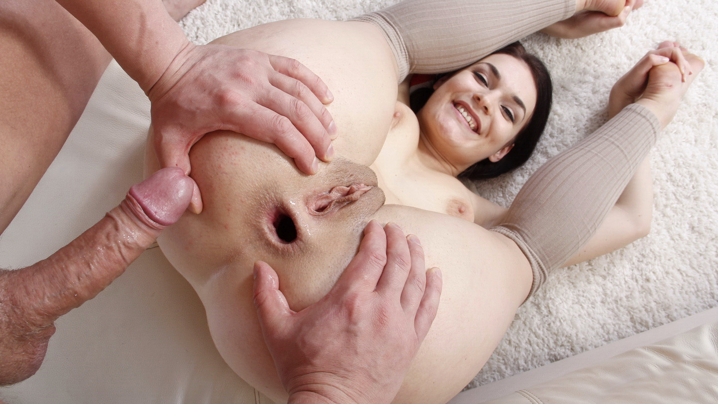 Hannah Vivienne's first time anal sex in butt porn
